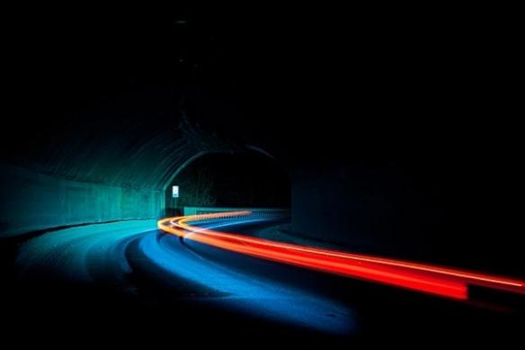 phrare voiture dans la nuit