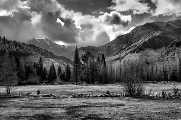 Tableau noir et blanc collines