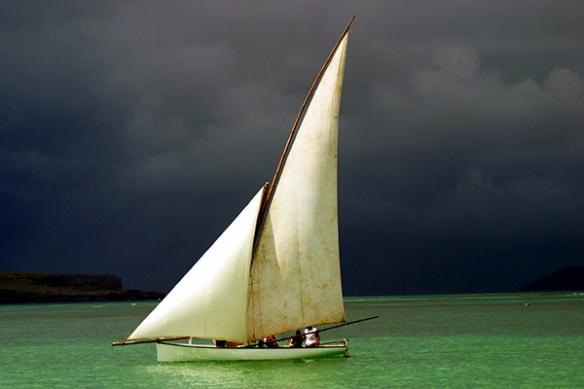 voilier eau turquoise carte postal déco toile