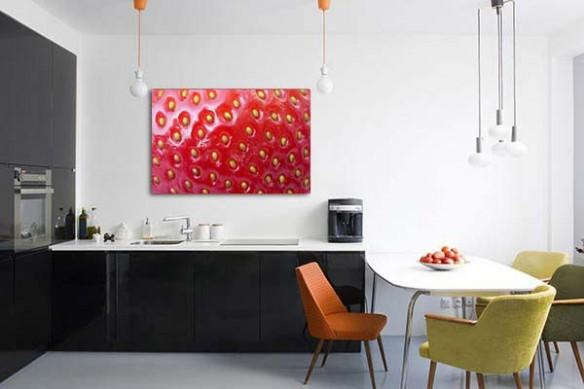 Tableau déco cuisine rouge macro fraise