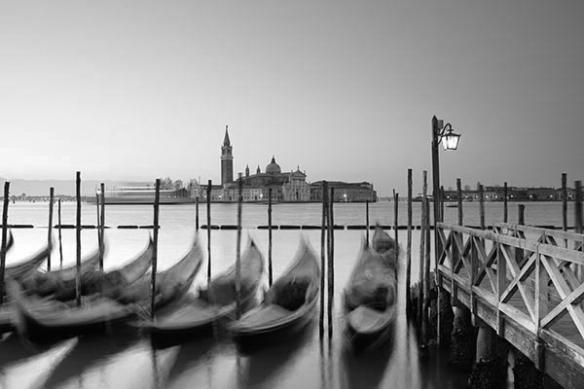 Papier Peint Photo Gondoles de Venise noir et blanc