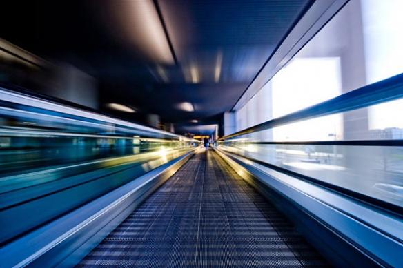 Escalateur  aeroport flou tableau abstrait deco