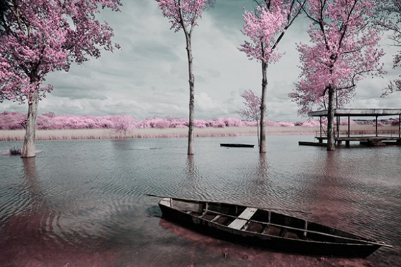 Rivière barque romantique