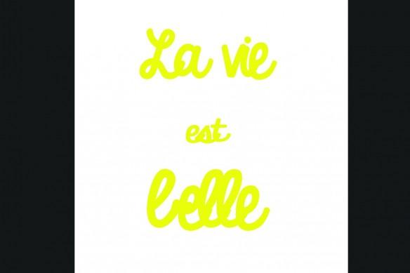 La vie est Belle jaune