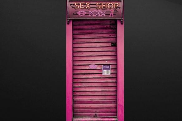 Trompe l'oeil porte Devanture Métallique rose sex shop