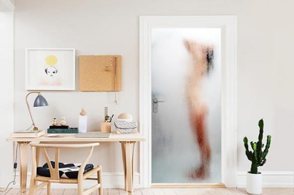 Poster porte femme douche