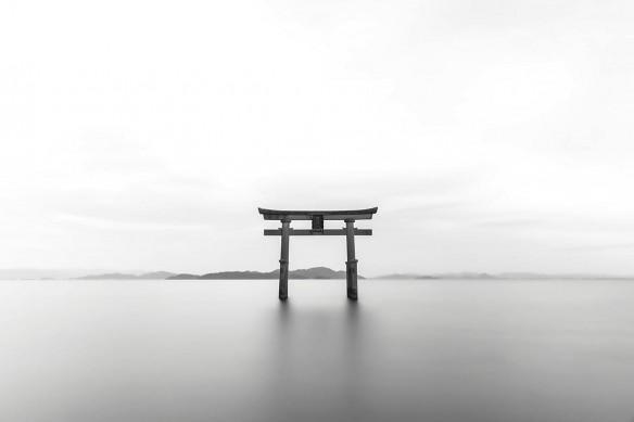 Torii Japonais noir et blanc