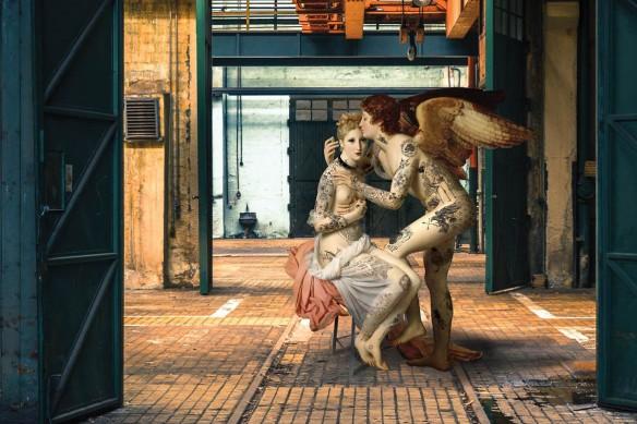Papier peint contemporain vintage izoa Embrasse moi version hangar