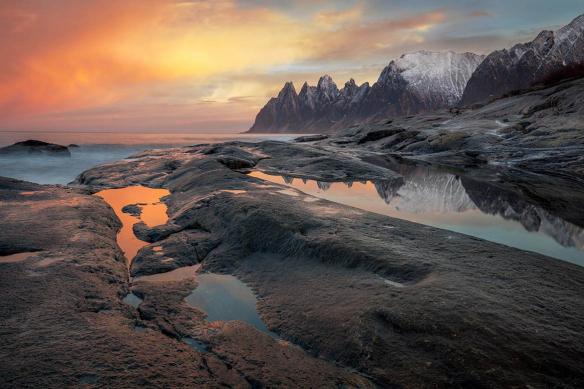 tableau sur toile paysage montagne ciel rose