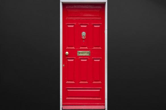 sticker porte rouge-anglaise-trompe-oeil
