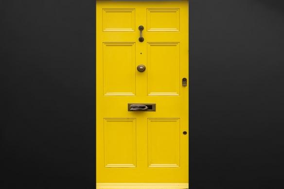 sticker-pour-porte-trompe-l-oeil-jaune