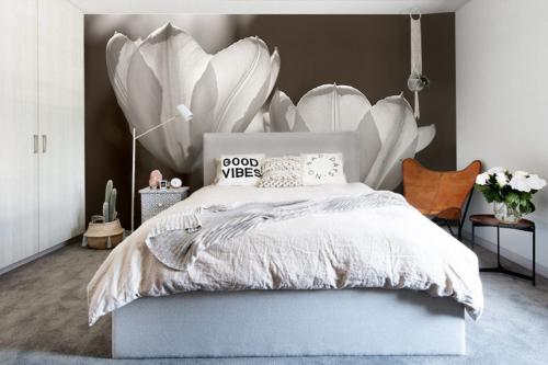 papier-peint-chambre-fleurs-geantes-blanches