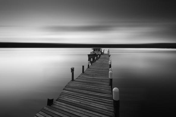 tableau-paysage-ponton-noir-et-blanc-au-bout-des-reves