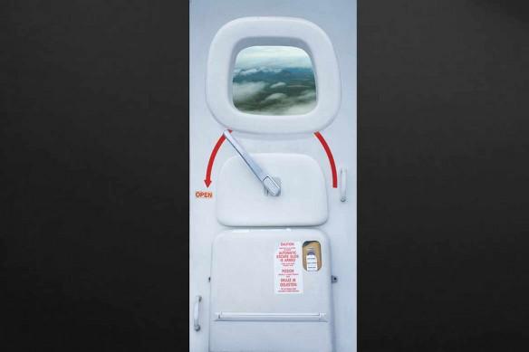 sticker-porte-avion-nuages-paysage-vert