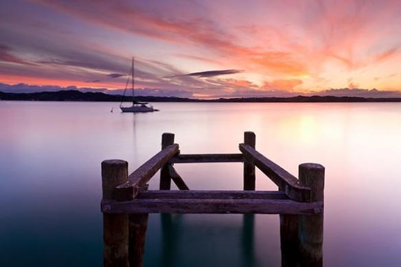 tableau violet lac irréel