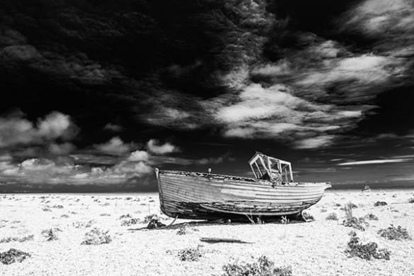 bateau pecheur échoué mer asseché