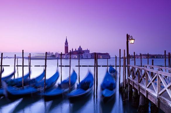 Papier Peint Photo Gondoles de Venise violet