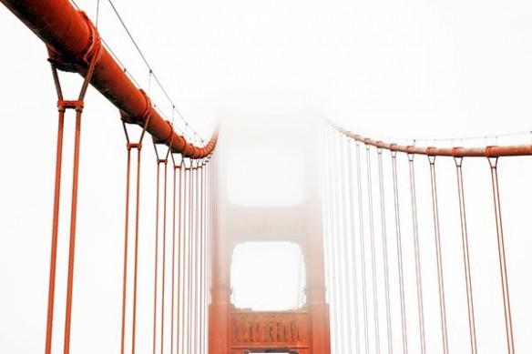 Golden gate dans le brouillard