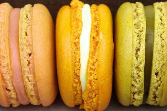 Papier Peint design macarons jaune