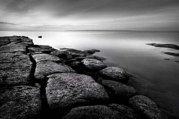 tableau photo noir et blanc paysage rochers et mer