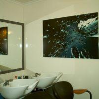 Nos tableaux déco dans un salon de coiffure