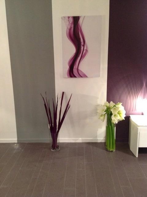 toile abstraite violette izoa sur m6 deco