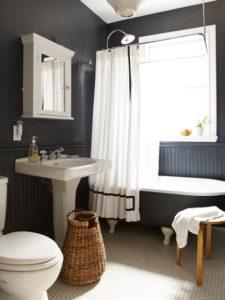 Salle de bain mur noir