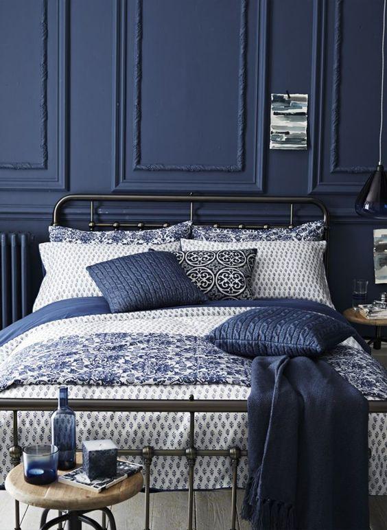 Chambre mur bleu