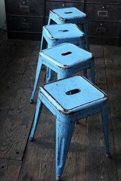 Chaises déco industrielle bleues