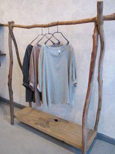 Porte vêtements en bois