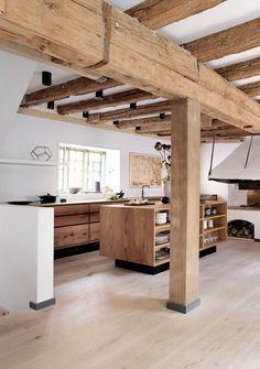 Cuisine ouverte bois et poutres bois