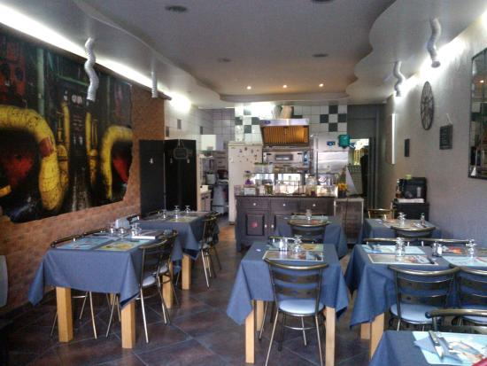 Restaurant la cicrane papier peint Izoa