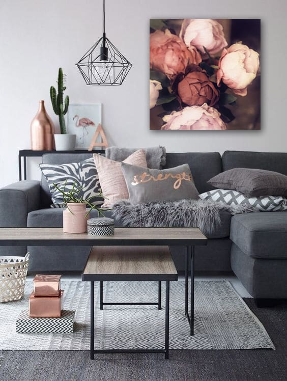 cadre déco pour canapé gris ambiance romantique