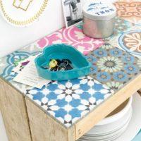 meuble pour cuisine avec palette et papier peint trompe l'oeil