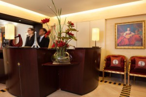tableau moderne Izoa hall hotel waldorf trocadero