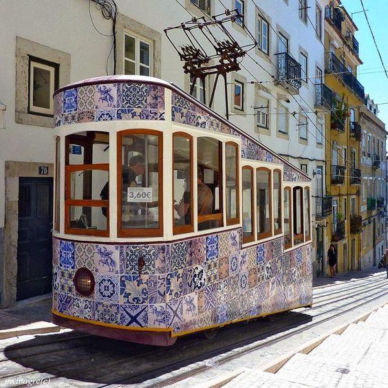 transport en commun motifs azulejos