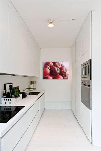 toile décoration cerise cuisine blanche