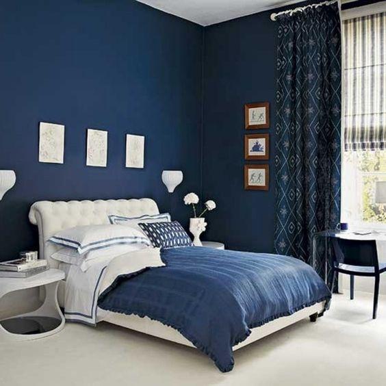 chambre à coucher mur bleu