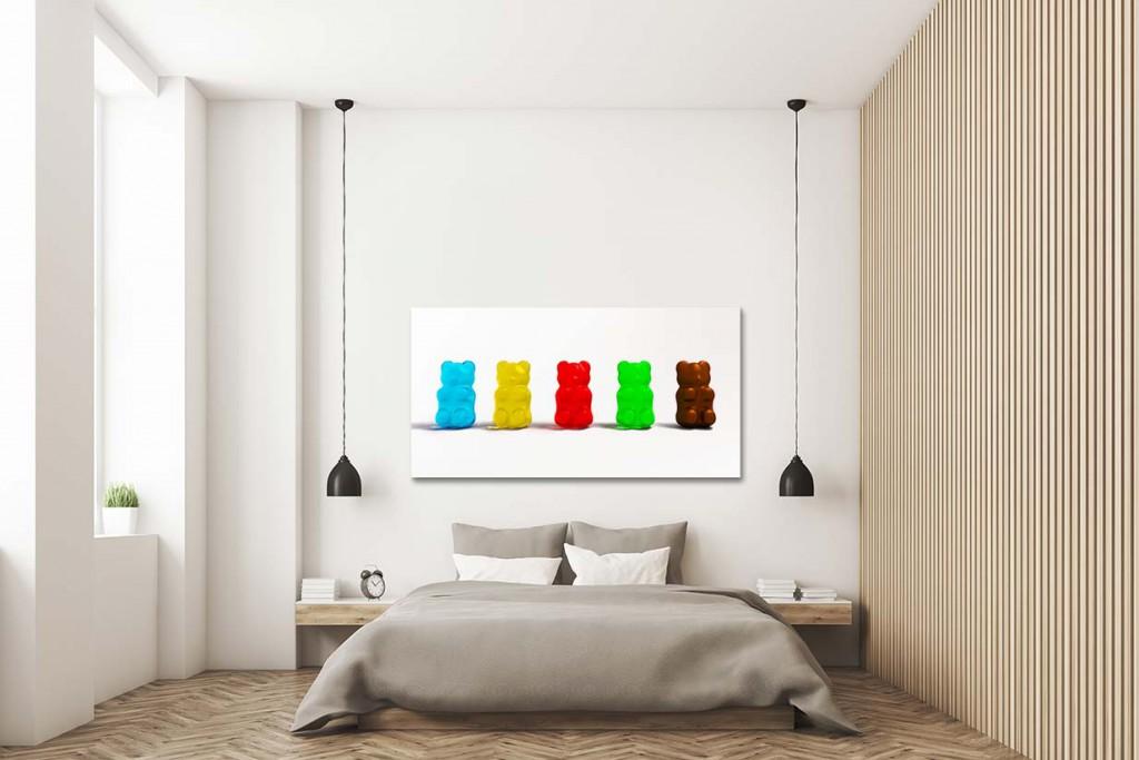 décoration-murale-colorée-pour-un-intérieur-neutre