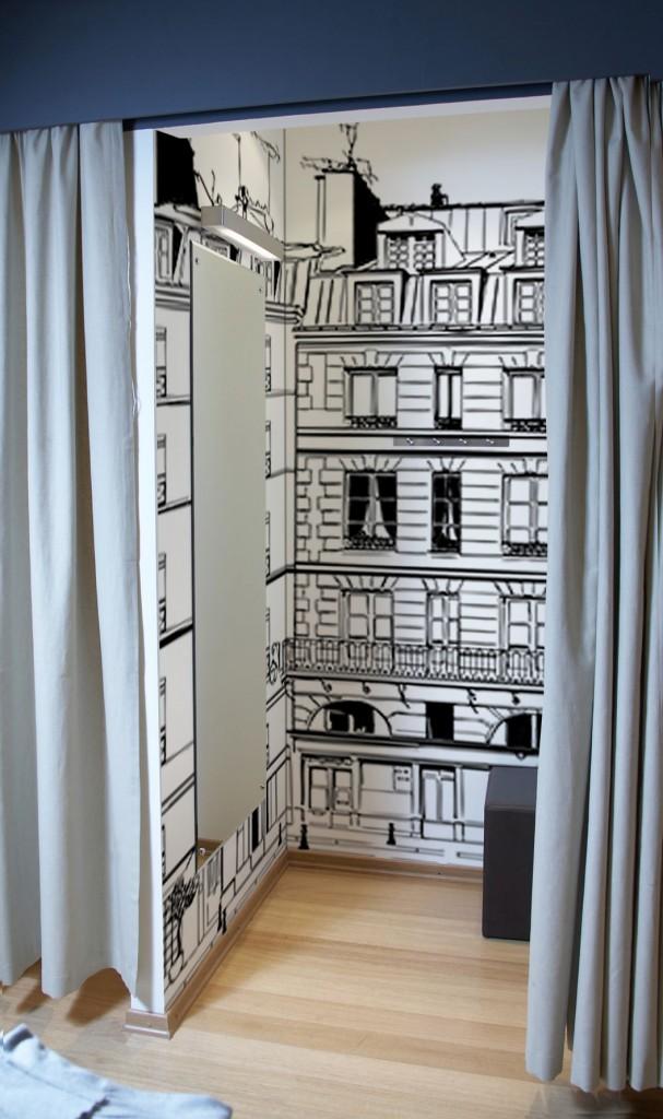 decoration murale tapisserie dans cabine essayage