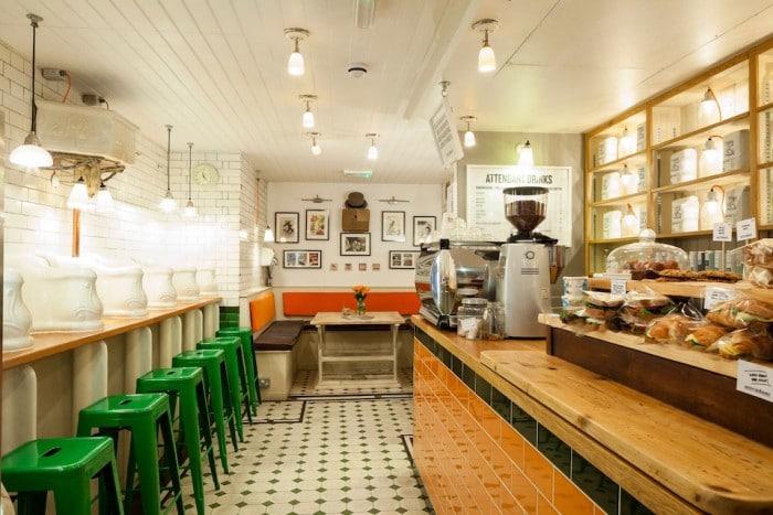 restaurant original attendant café