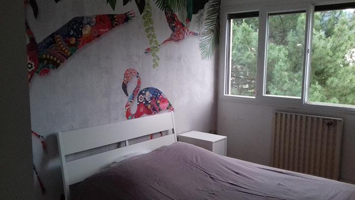 déco chambre client avec papier peint izoa