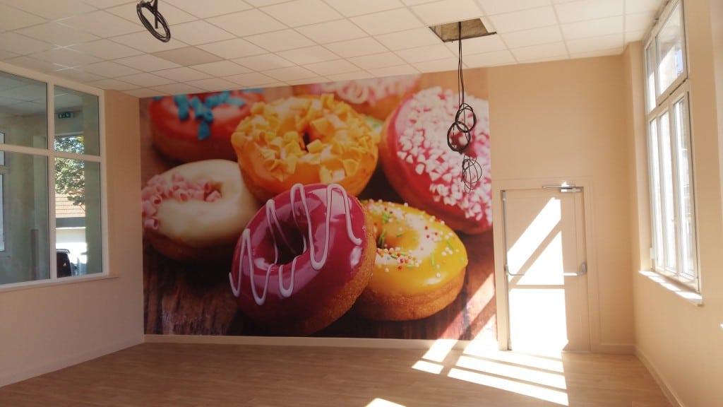 papiers peints izoa posés dans une école