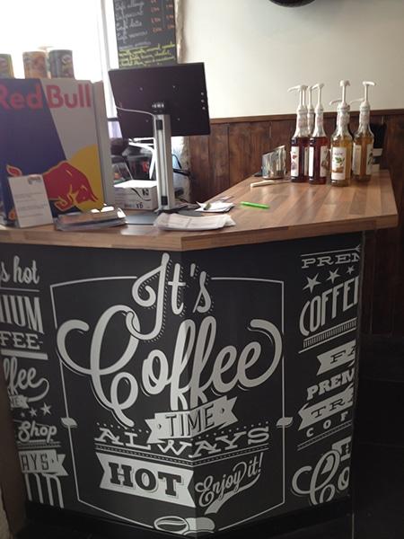 Papier peint Pause café Izoa posé dans restaurant