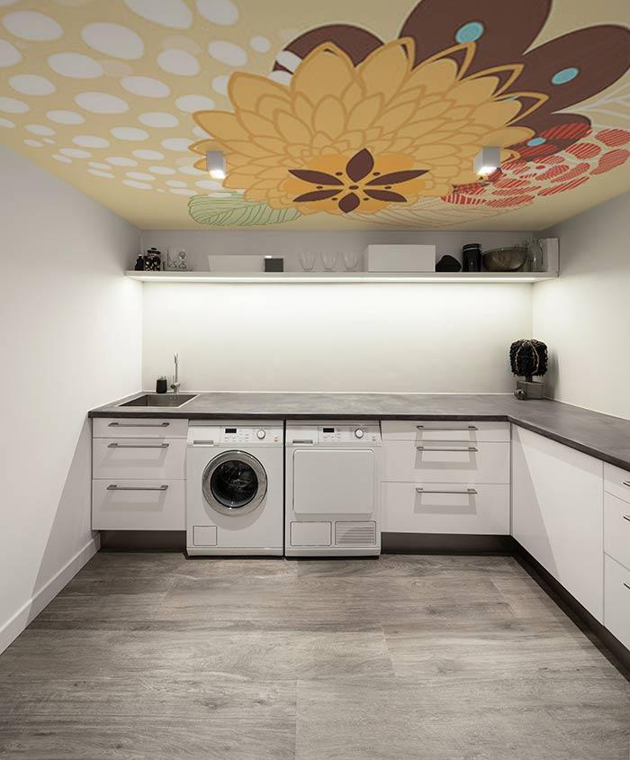 poser du papier peint au plafond