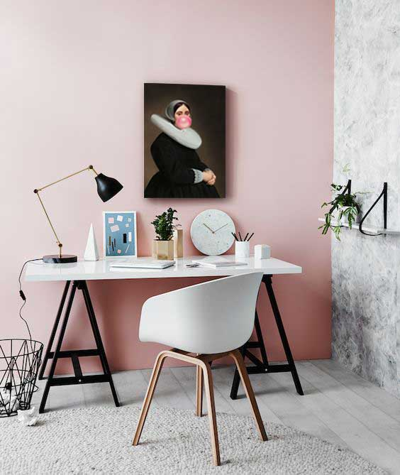 tableau moderne izoa sur mur rose pastel