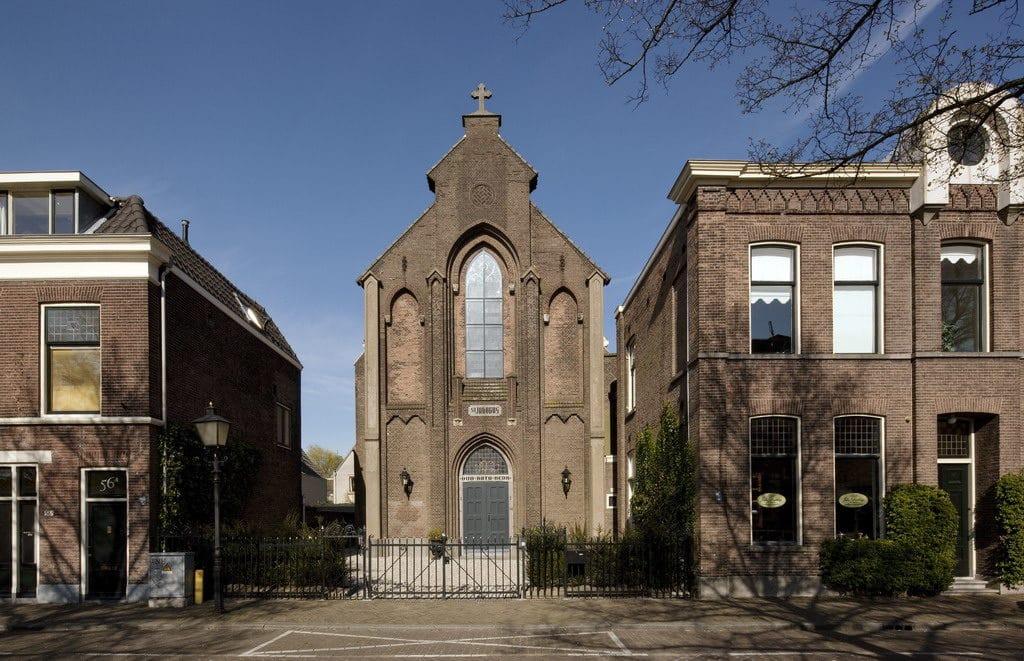 église réhabilitée en maison