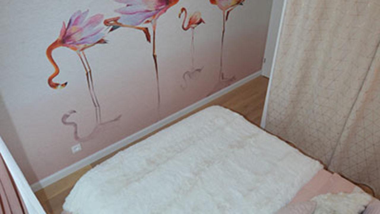 Renover Une Chambre Adulte notre papier peint flamant rose dans une chambre aux tons