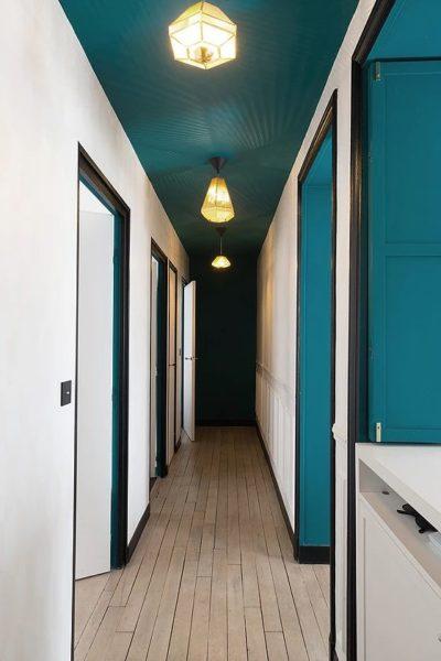 déco couloir plafond coloré