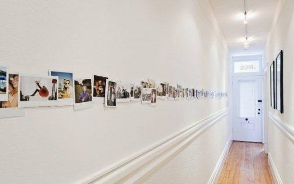 déco couloir original cadres photos